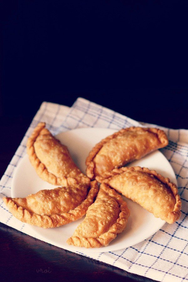 Fried gujiya filled with dried fruit and ghee butter