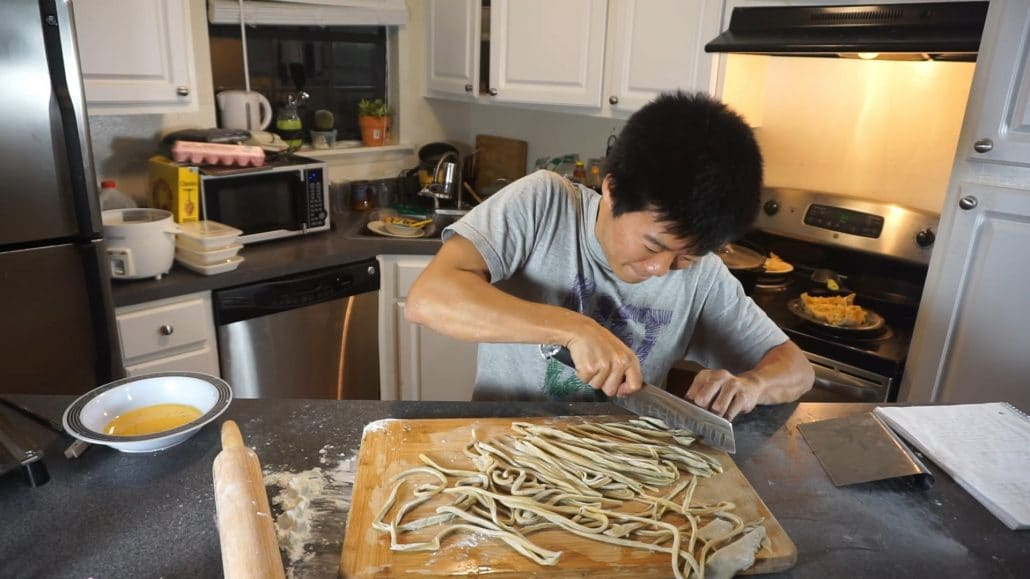 Cutting the handmade noodles