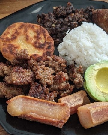 A plate of bandeja paisa